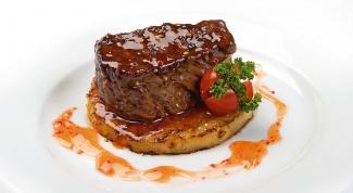 Стейк из говядины с трюфельным соусом