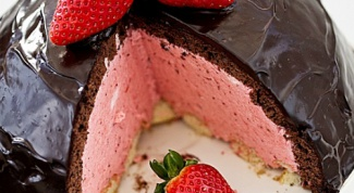 Cake with strawberry mousse