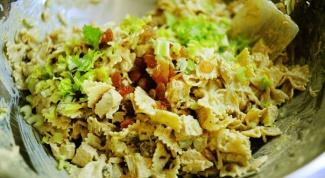 Салат с пастой и курицей карри