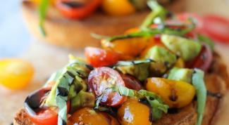 Как приготовить брускетту с авокадо, томатами и бальзамическим уксусом