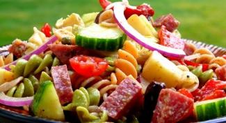 Как приготовить салат с макаронами и курицей