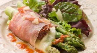 Салат из пармской ветчины и спаржи
