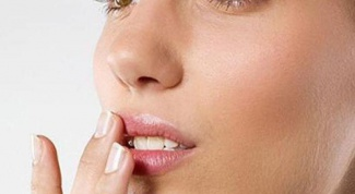 What to do if the corners of the mouth cracked skin