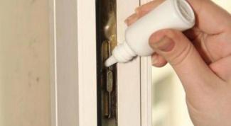 Чем смазать дверь в домашних условиях