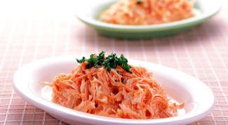 Salad recipe with carrots and garlic