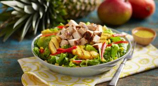 Как приготовить салат из копченой курицы с ананасом