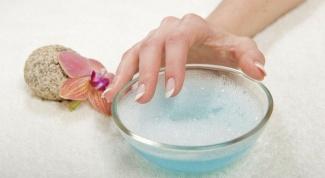 Чем стереть лак с ногтей