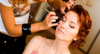 Where they teach hairdressers-makeup artists