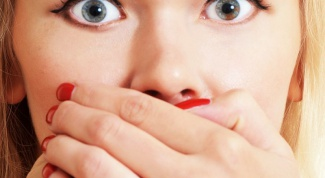 What to do if a heavily swollen upper lip