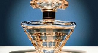 What distinguishes the tester from the perfume