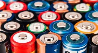 Какая разница между солевыми и алкалиновыми батарейками
