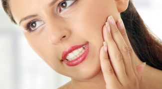 How to stop the bleeding after tooth extraction
