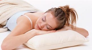 Что можно положить под подушку при гадании