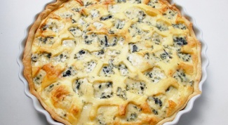 Тарт с грушами, голубым сыром и кедровыми орехами