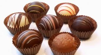 Шоколадные конфеты с миндалем и цукатами