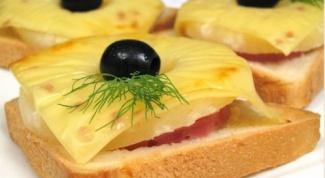 Горячий бутерброд с ветчиной и шампиньонами