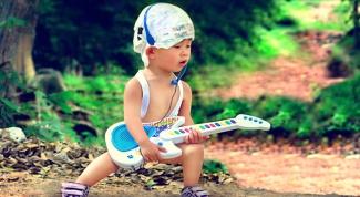Как выбрать игрушечную гитару для ребенка