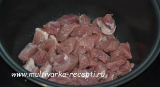Как приготовить  картошку тушеную с мясом в мультиварке