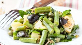 Картофельный салат со шпинатом, оливками и зеленой фасолью