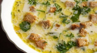 Сливочно-сырный суп с сухарями