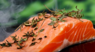 Рецепт салата из красной соленой рыбы