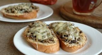 Как приготовить гренки с грибами