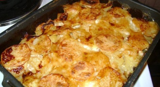 How to bake potatoes in the oven with mayonnaise and cheese