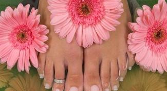 Почему отслаиваются ногти на ногах