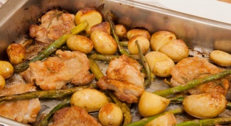 How to bake chicken with potatoes in the oven