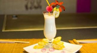 Банановый коктейль с фисташками