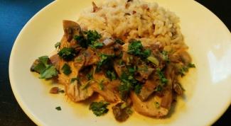 Как приготовить запеченную индейку в сливочно-грибном соусе