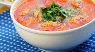 Гороховый суп с фрикадельками и томатами