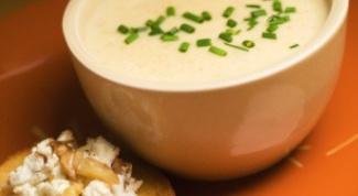 Суп из брокколи с сырными кростини