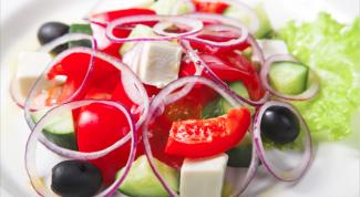 Какие легкие салаты приготовить к юбилейному столу