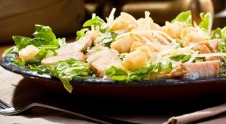 Как приготовить салат из курицы с грибами и сыром