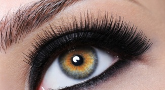 How to paint inner eyelid