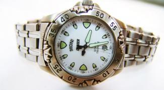 На какой руке правильно носит часы