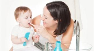 Когда у ребенка появляется первый зуб