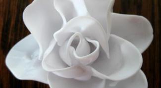 Как сделать цветок из пластиковых ложек