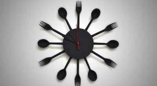 Как сделать настенные часы из пластиковых вилок и ложек
