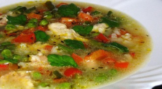 Куриный суп с зеленым горохом