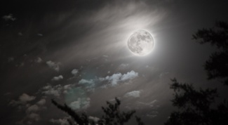 How the Moon affects men