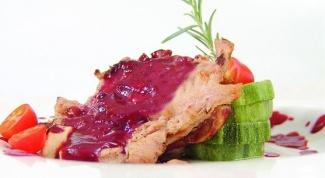 Как приготовить свининую лопатку с клюквенным соусом