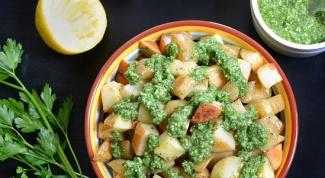 Как приготовить картошку с ароматным зеленым соусом
