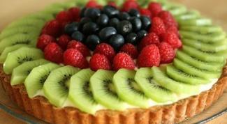 Песочный пирог с ягодами и заварным кремом