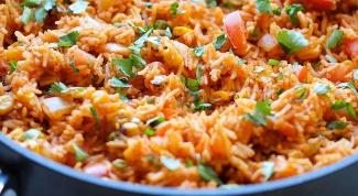 Как приготовить ароматный рис с томатным соусом