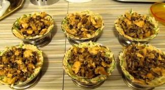 Корзинки из картофеля с грибами