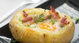 Как приготовить фаршированную картошку с яйцом и беконом