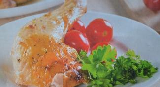 Запеченная курица с чесноком и луком