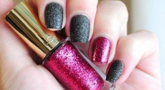 Тренды: красим ногти в разные цвета